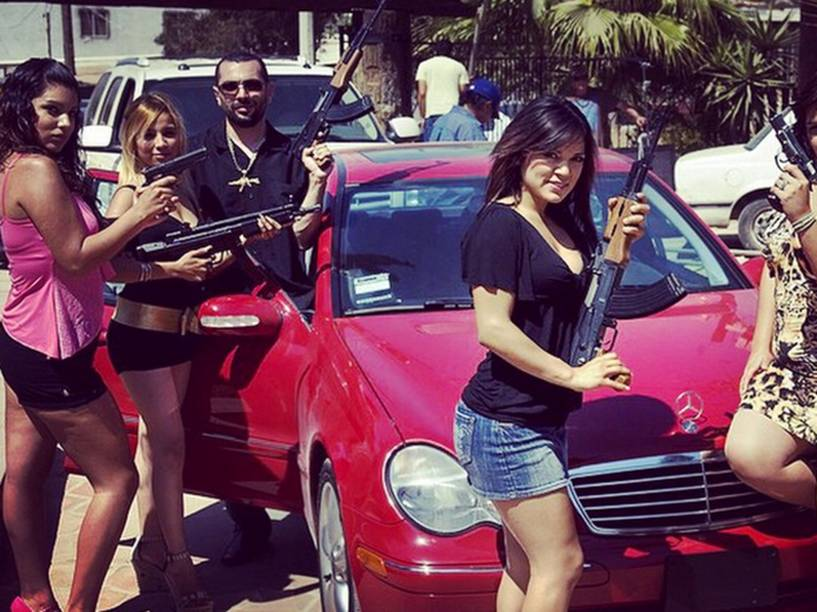 Carros e mulheres: obsessão dos narcos