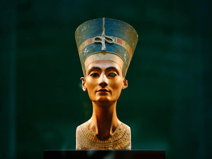 <p>Busto da rainha egípcia Nefertiti. A peça, de cerca de 3.400 anos, retrata a esposa do faraó Akhenaton</p>