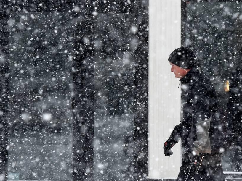 Tempestade de neve cai sobre a cidade de Greenwich, no Connecticut