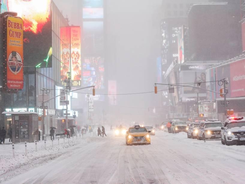 Nova York está paralisada pela tempestade de neve que atinge a cidade