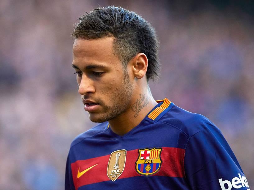 Dentre os desafiados de Neymar, está o jogador Zuñiga, que o tirou da Copa do Mundo de 2014