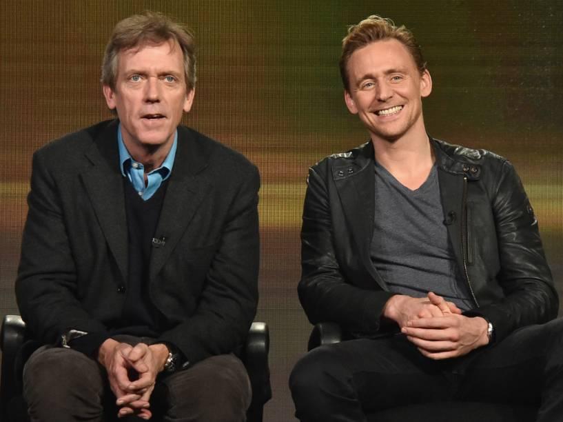 Hugh Laurie e Tom Hiddleston, atores da série The Night Manager