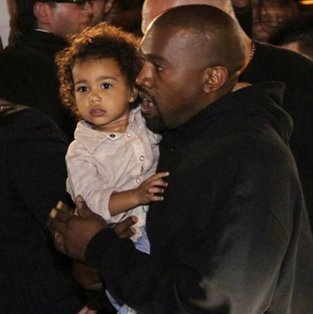 North no colo do pai, o rapper Kanye West