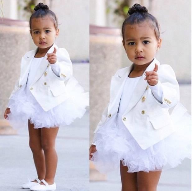Fotos de North West publicadas pela mãe, Kim Kardashian, nas redes sociais