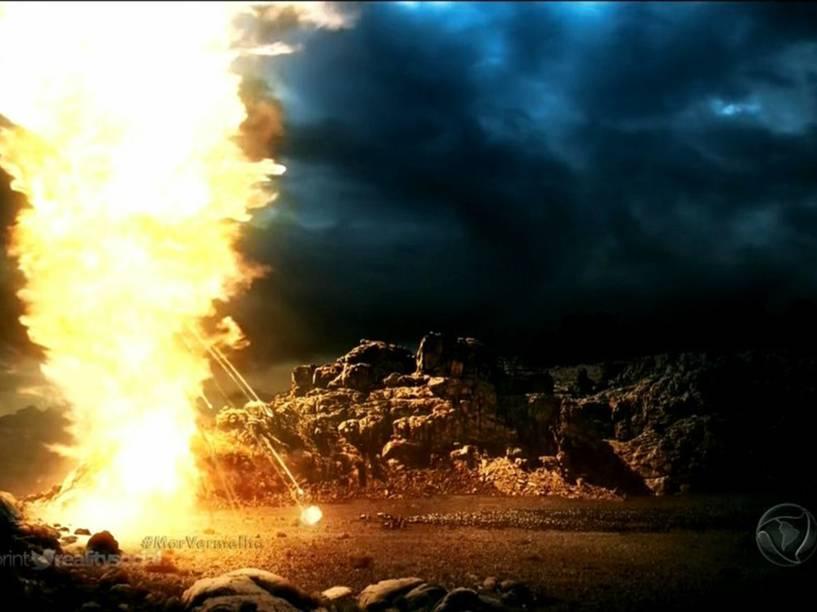<p>Coluna de fogo se interpõe entre os egípcios e os hebreus em 'Os Dez Mandamentos'</p>