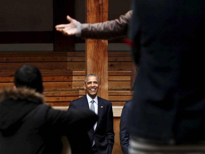 Presidente Barack Obama, em visita a Londres, participa de eventos que comemoram o aniversário da morte do escritor inglês William Shakespeare, no Teatro Globe - 23/04/2016