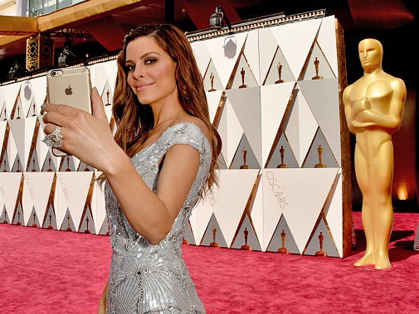 Maria Menounos antes do início do Oscar 2016 no Teatro Dolby, em Los Angeles