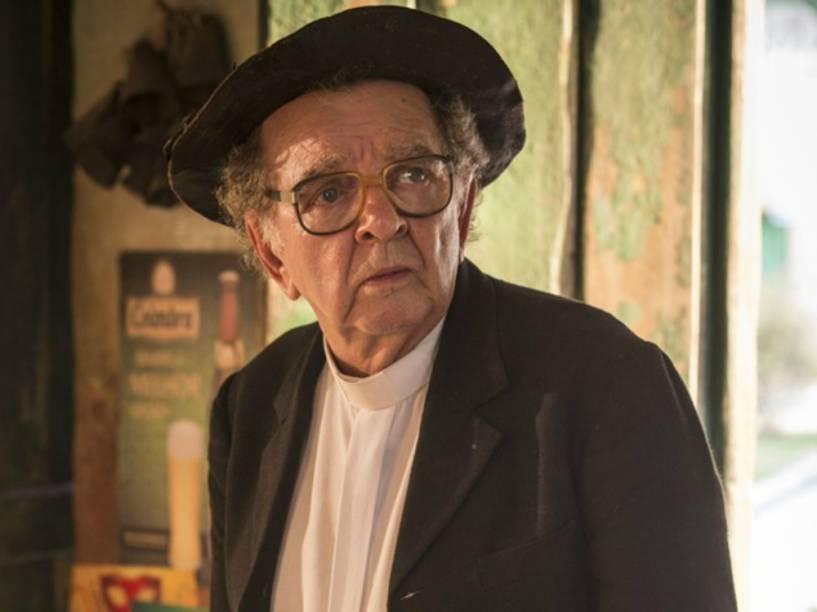 Umberto Magnani na pele de padre Romão em sua última cena de Velho Chico