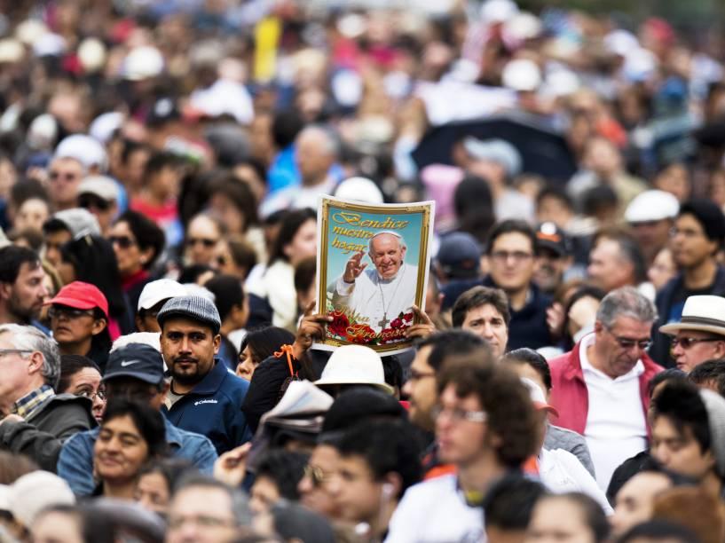 Fiéis aguardavam a chegada do Papa Francisco em Quito, no Equador - 05/07/2015