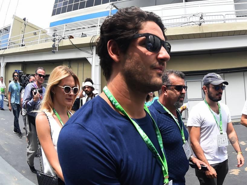 O jogador Alexandre Pato acompanhado da namorada Fiorella Mattheis no Grande Prêmio Brasil de Fórmula 1 em Interlagos