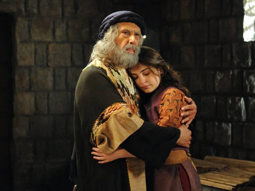 Jetro (Paulo Figueiredo) e Betania (Marcela Barrozo) em cenas da segunda temporada de Os Dez Mandamentos, telenovela da Record