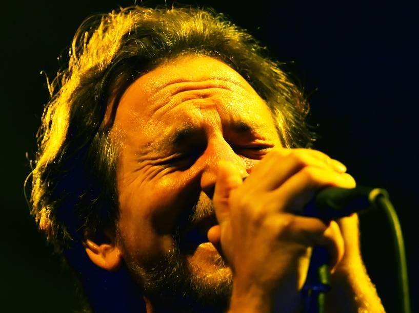 Liderada pelo vocalista Eddie Vedder, a banda Pearl Jam faz show para milhares de pessoas no Estádio do Morumbi