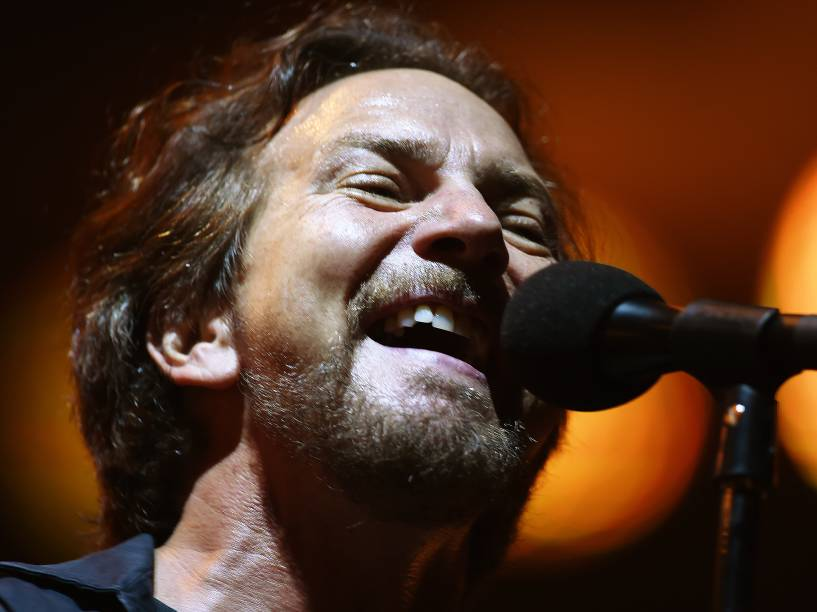 O vocalista e guitarrista Eddie Vedder durante show da banda americana Pearl Jam no estádio do Morumbi, na capital paulista, em 14/11/2015