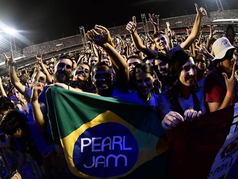 Público durante show da banda americana Pearl Jam no estádio do Morumbi, em São Paulo