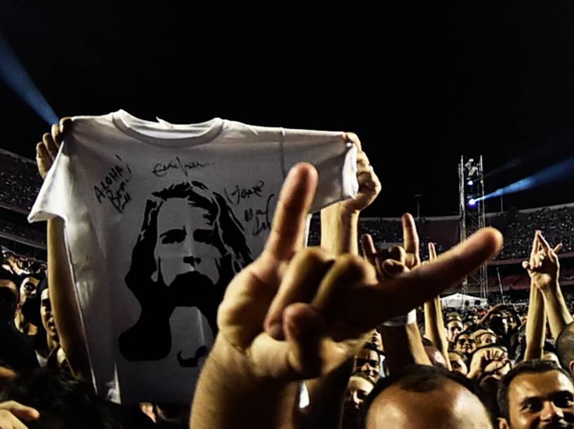 Público durante show da banda americana Pearl Jam no estádio do Morumbi, na capital paulista, na noite de 14 de novembro