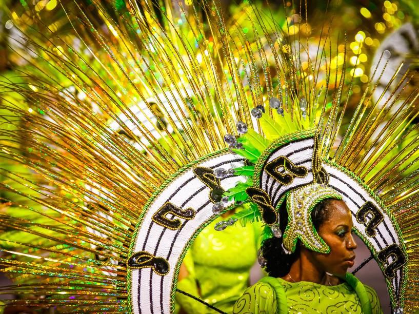 Desfile da escola de samba Unidos do Peruche durante segundo dia de desfiles do grupo especial do Carnaval de São Paulo no Sambódromo do Anhembi, neste sábado (06)