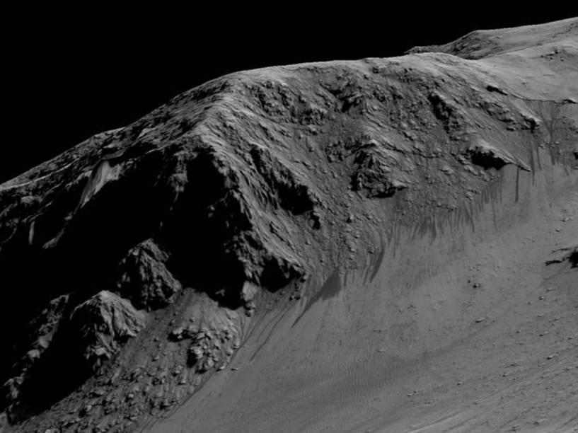 <p>Imagem, capturada em 28 de setembro de 2015 pela Missão Mars Reconnaissance Orbiter (MRO), do que os cientistas chamam de RSL – linhas recorrentes de encostas relacionadas à presença de água - na cratera Horowitz.</p>