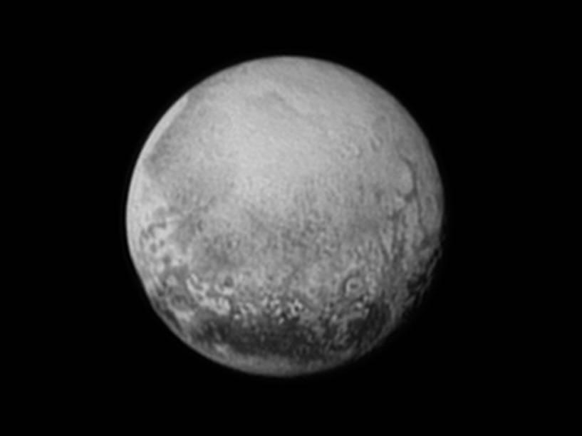 <p>A New Horizons enviou uma série de imagens recentes de Plutão, e esta foi enviada na terça-feira, dia 14</p>