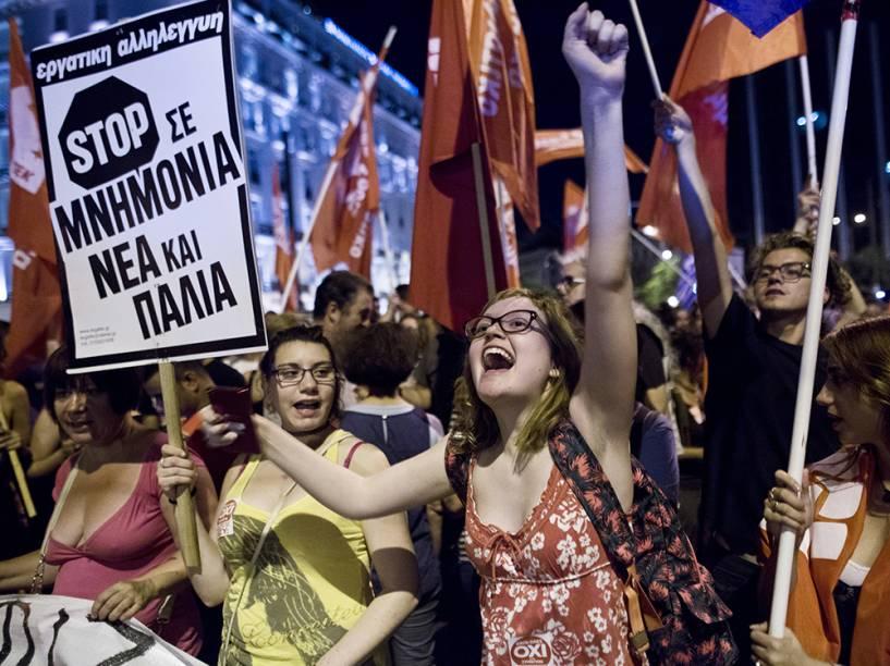 Gregos comemoram resultado do referendo