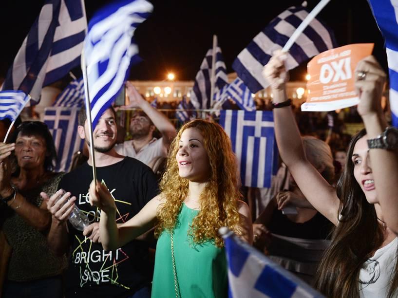 Em Atenas, gregos aguardam pelo resultado do referendo