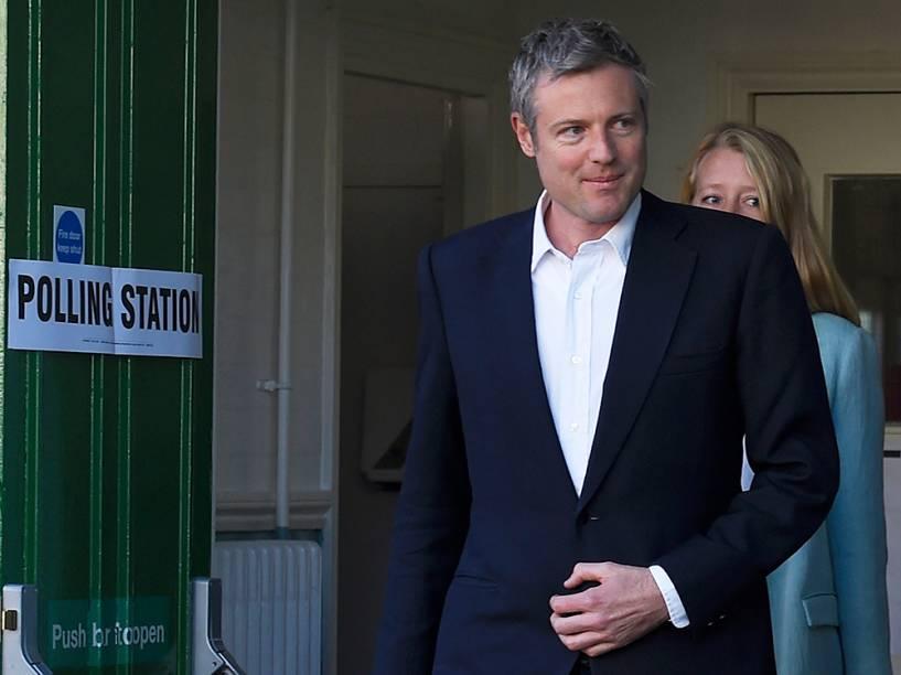 Zac Goldsmith, candidato do partido conservador britânico e sua esposa Alice saem de uma estação eleitoral depois de depositarem seu voto para a prefeitura de Londres - 05/05/2016
