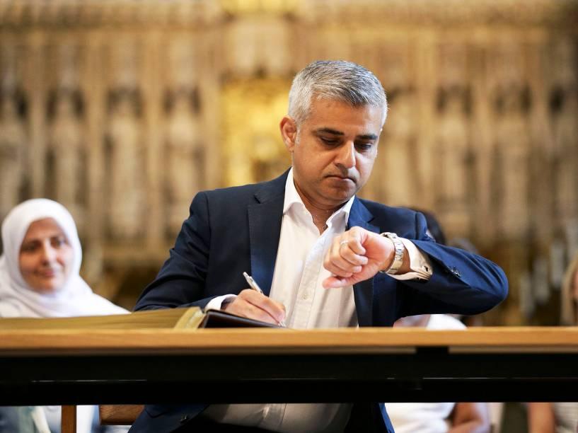 Sadiq Khan se torna o primeiro prefeito muçulmano de Londres - 07/05/2016