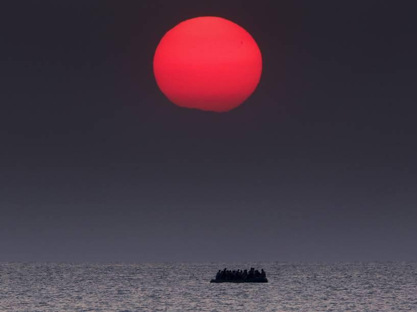 Barco inflável de imigrantes entre a Turquia e a Grécia. A Reuters e o New York Times dividiram o prêmio Pulitzer de fotojornalismo deste ano - 11/08/2015