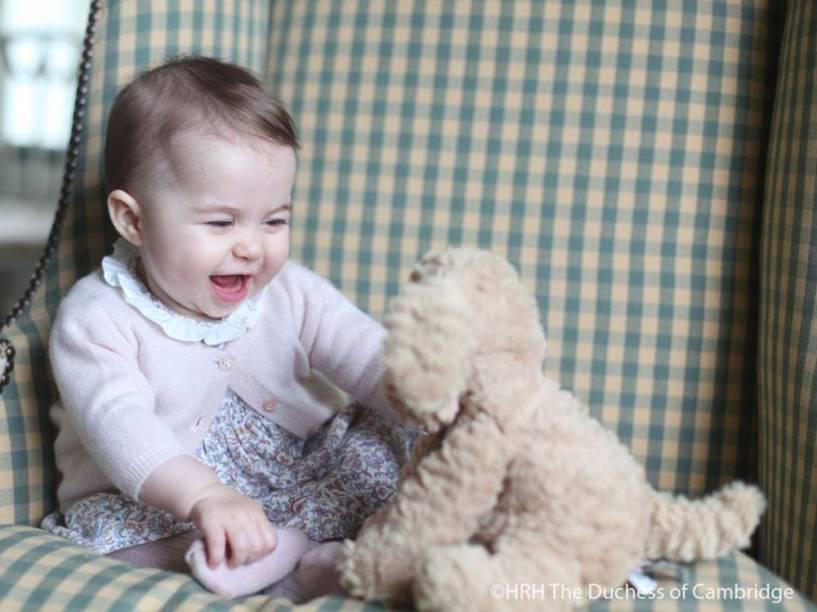 A princesa Charlotte em foto divulgada pela página oficial da monarquia britânica