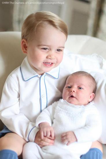 Foto do primeiro ensaio oficial dos príncipes George e Charlotte, filhos de William e Kate Middleton