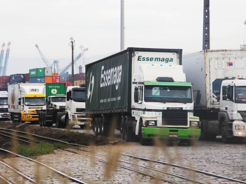Intensa movimentação de caminhoneiros na zona portuária, em Santos (SP) na manhã dessa sexta-feira - 27/02/2015