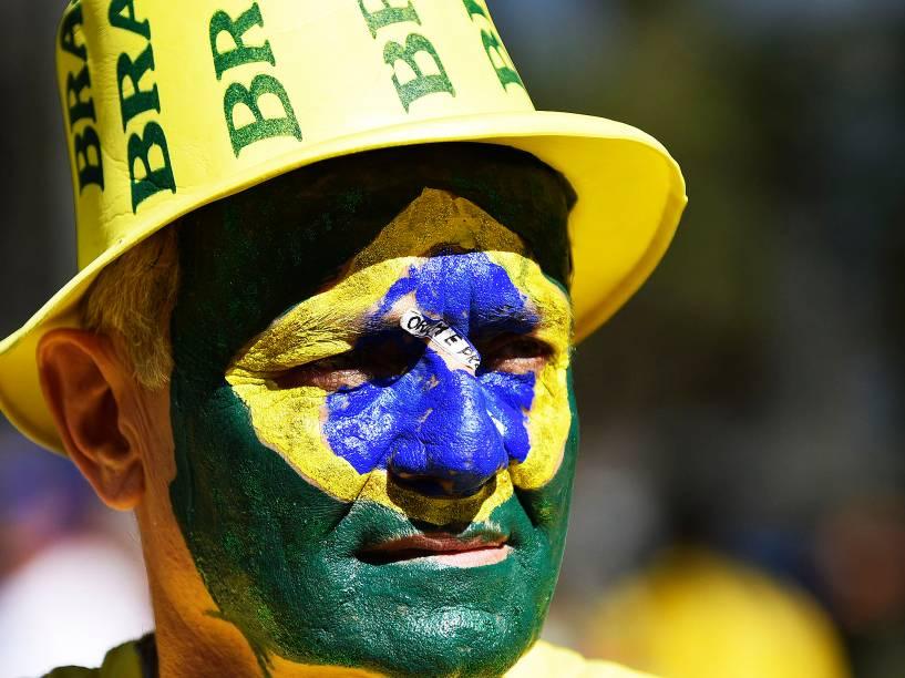 Manifestação na praça da Liberdade, em Belo Horizonte, em favor do impeachment da presidente Dilma Rosseff, neste domingo (16)