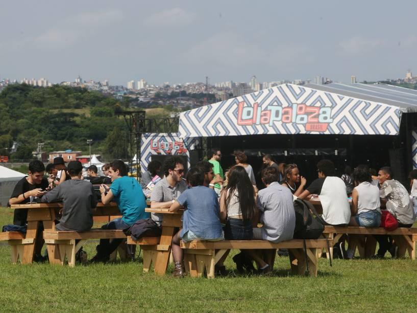 Público durante o primeiro dia do Festival Lollapalooza 2016 que ocorre em São Paulo-SP neste sábado (12) no Autódromo de Interlagos Zona Sul da Capital