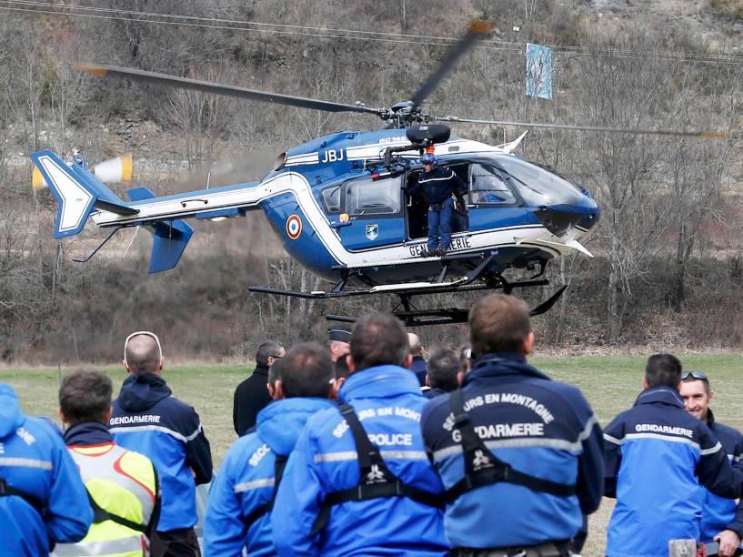 <p>Polícia Francesa e unidades de resgate se preparam para ir ao local do acidente com o Airbus A320 da companhia Germanwings </p>