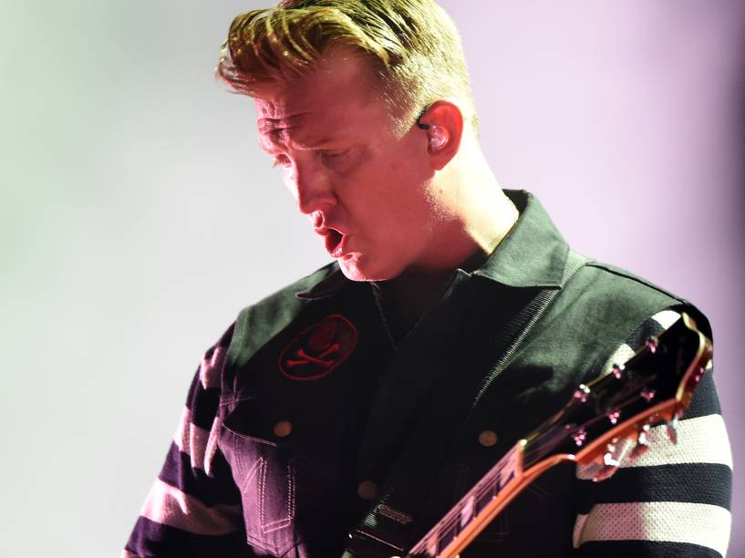 Josh Homme, vocalista e guitarrista da banda Queens of the Stone Age, durante show no quarto dia do Rock in Rio, zona oeste do Rio de Janeiro, na noite desta quinta-feira (24)