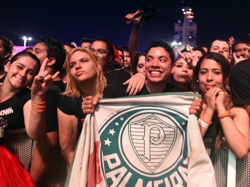 Público durante a apresentação da banda Queens of the Stone Age, no quarto dia do Rock in Rio, zona oeste do Rio de Janeiro, na noite desta quinta-feira (24)