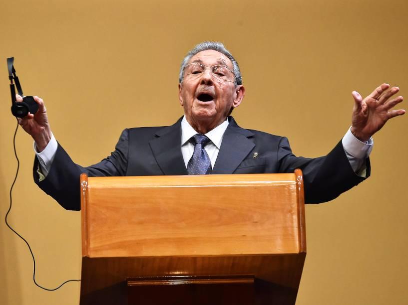 O ditador cubano Raúl Castro, durante entrevista coletiva na capital de Cuba, Havana, na tarde desta segunda-feira (21)
