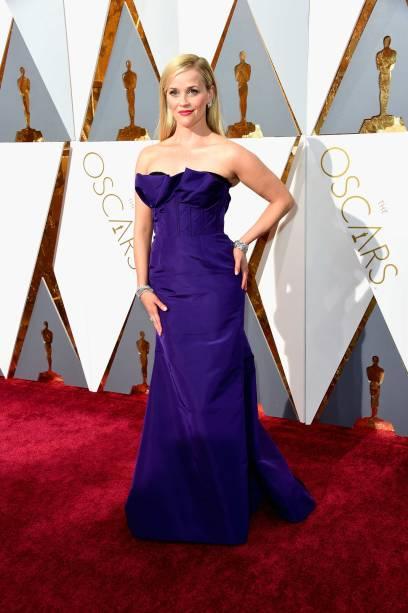 Reese Witherspoon, com seu vestido roxo Oscar de la Renta, não agradou no tapete vermelho do Oscar 2016