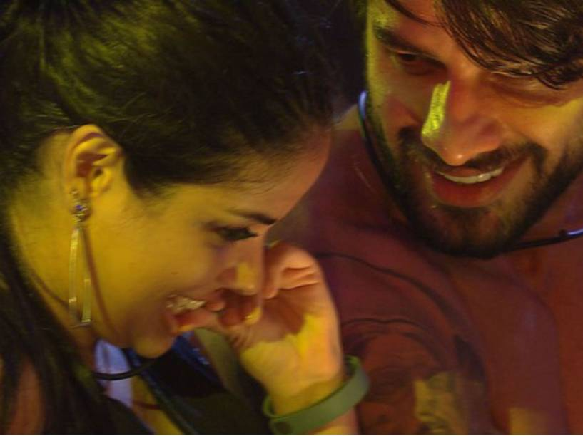 Munik e Renan em uma tentativa de flerte na primeira festa oficial do BBB16