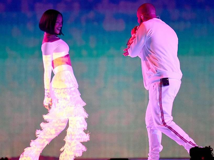 Rihanna e Drake se apresentam durante o Brit Awards 2016