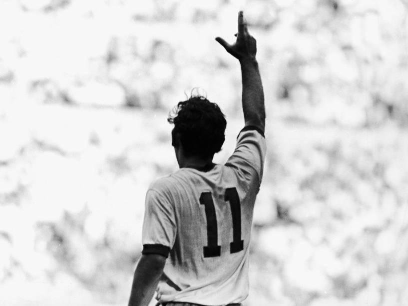 Rivellino em ação na Copa do México, em 1970
