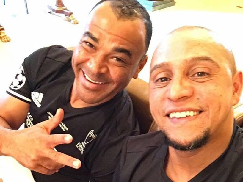 Os ex-companheiros de seleção Roberto Carlos e Cafu