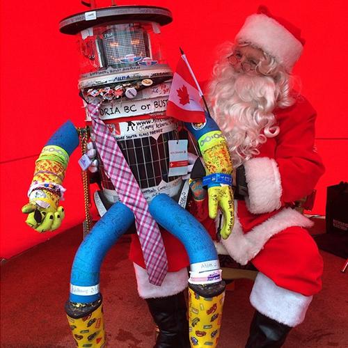 De volta ao Canadá, o robô passou o Natal de 2014 em uma parada na cidade de Lakeshore e aproveitou para tirar fotos com o Papai Noel.