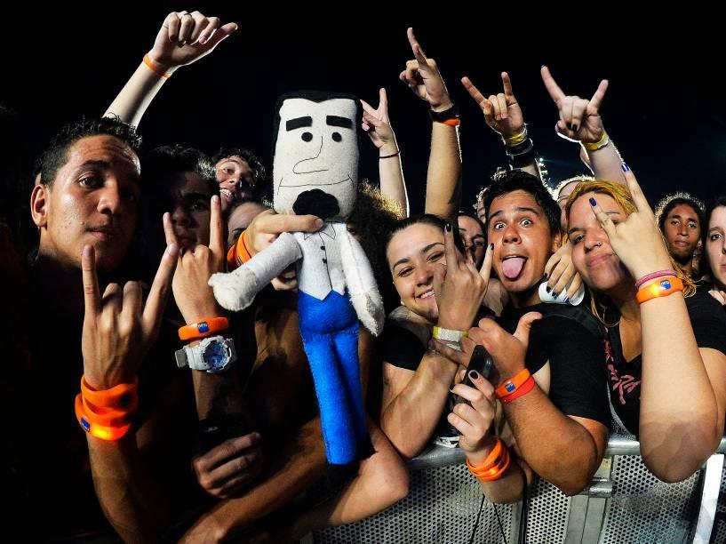 Público durante o show da banda System Of a Down no quarto dia do Rock in Rio, zona oeste do Rio de Janeiro, na noite desta quinta-feira (24)
