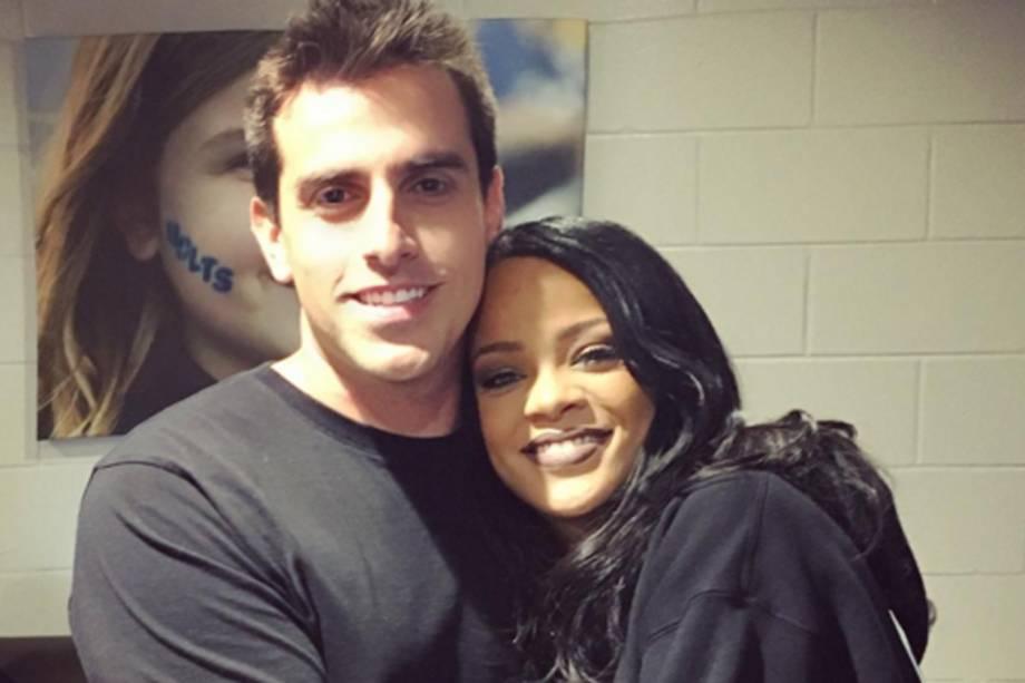 O produtor Rodrigo Branco e a cantora Rihanna