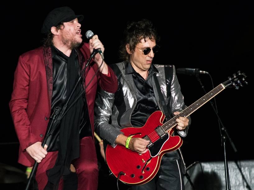 As bandas Cachorro Grande e Doctor Pheabes fazem o show de abertura da banda britânica The Rolling Stones, no estádio do Beira Rio, na cidade de Porto Alegre, na noite desta quarta-feira (02)