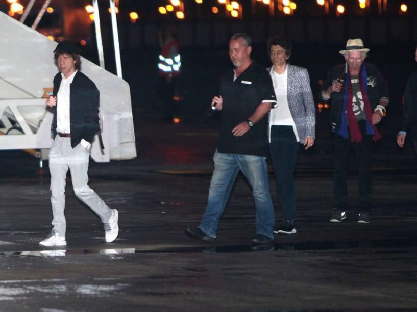 Rolling Stones desembarcam na Base Aérea do Galeão, no Rio de Janeiro