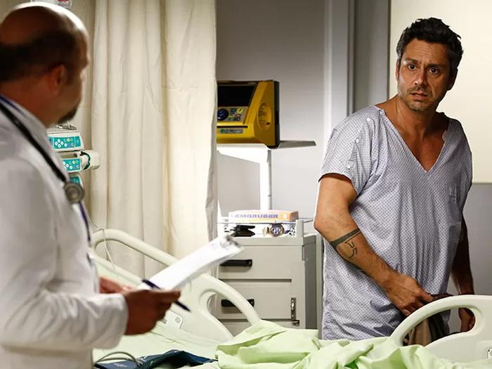 Romero Rômulo (Alexandre Nero) descobre ter esclerose múltipla já no terceiro capítulo de A Regra do Jogo