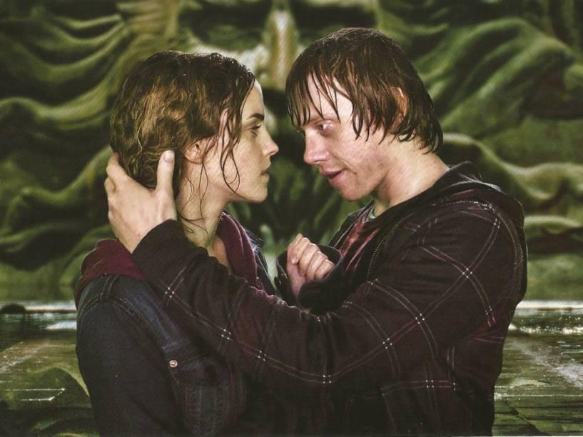 Hermione (Emma Watson) e Rony (Rupert Grint) em Harry Potter e as Relíquias da Morte: Parte 2