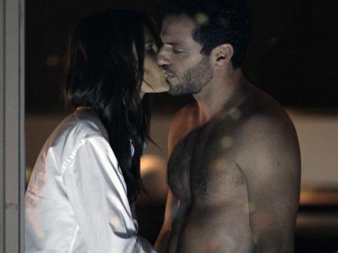 Samia (Alessandra Ambrosio) e Alex (Rodrigo Lombardi) em Verdades Secretas