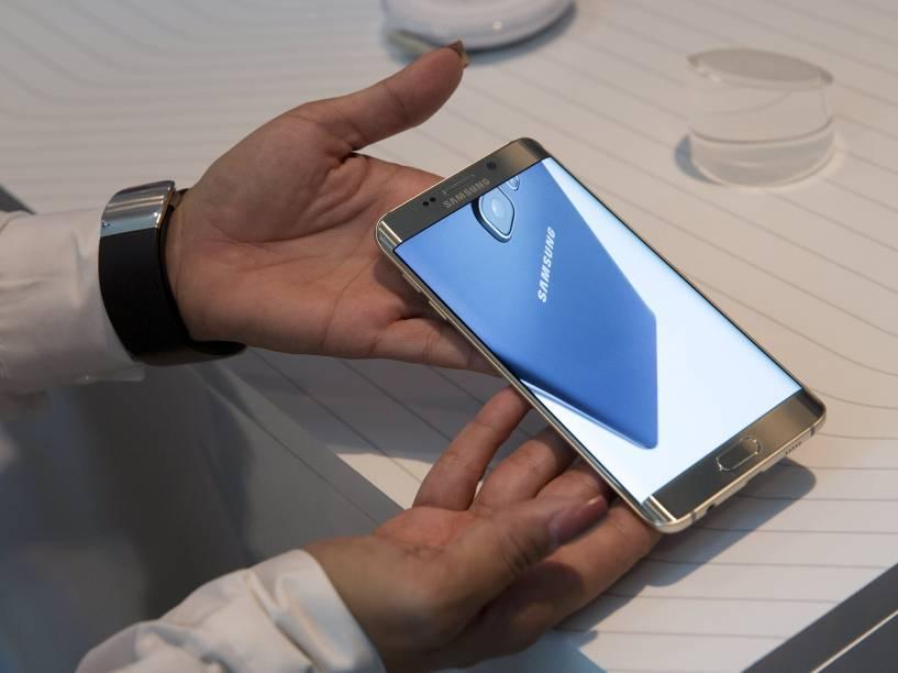 O Galaxy S6 Edge Plus aumentou a tela em relação à versão anterior; de 5,1 foi para 5,7 polegadas